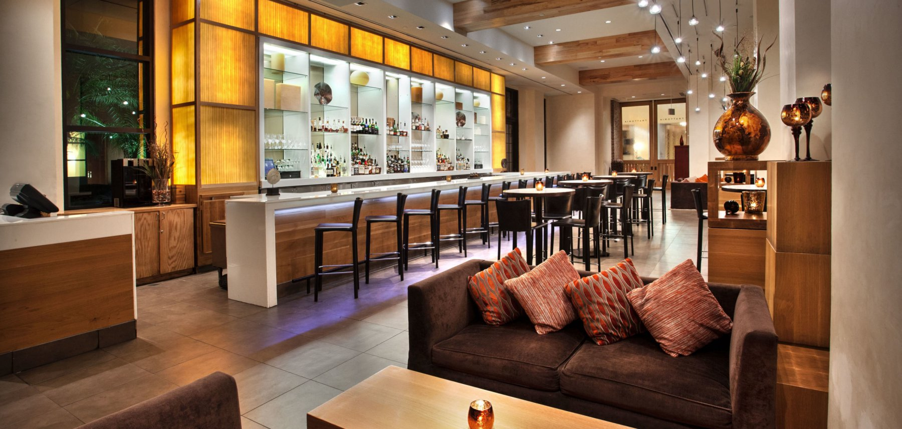 The lounge and bar area at Il Mulino restaurant at the Walt Disney World Swan Resort
